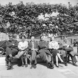 Nigel Henderson: Workers relaxing in the sun