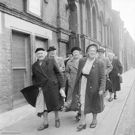 Nigel Henderson: Ladies walking