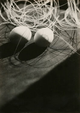 Iwao Yamawaki: Untitled (Composition with eggs and string, Bauhaus)