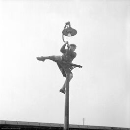 Nigel Henderson: Peter Samuels climbing a lamp post